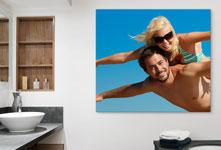 bain-couple-ciel-bleu-sur-plexiglas