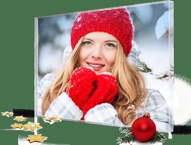 noel-landing-femme-bonnet-rouge-sur-plexiglas
