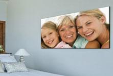 photo-plexiglas-joie-famille-dessus-du-lit